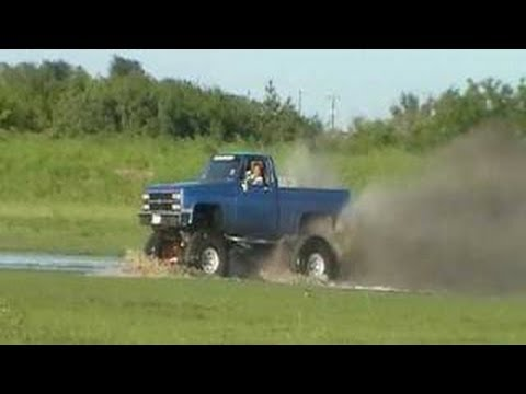 Big CHEVY trucks mudding chevy style