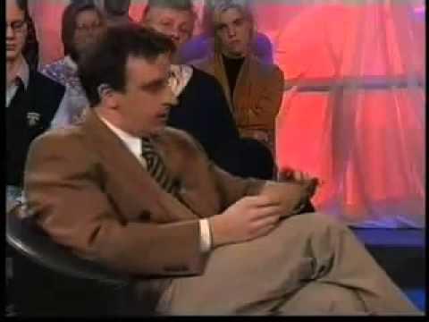 Телеведущий ржет