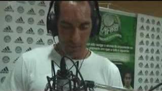 Hino alvi-verde na versão de Marcos Kleine. Interpretado pelo goleiro Marcos (São Marcos), Valdívia (El Mago) e Edmundo (O...