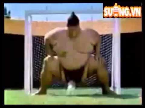 Khi siêu sao bóng đá đối đầu với võ sĩ sumo