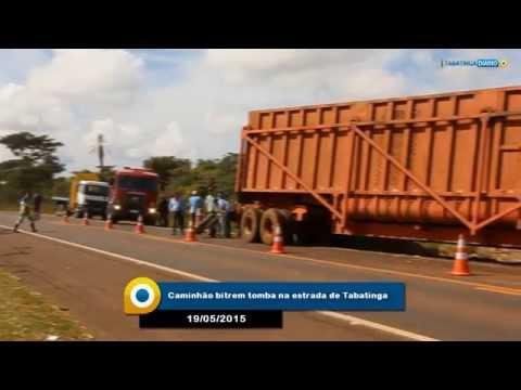 Caminhão tomba na estrada de Tabatinga