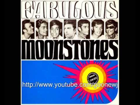 Dilhani - Moonstones was an influential band in the 1960s, originated in Ratnapura, Sri Lanka. It was started by the god father of Sinhala pop music, late Clarence Wij...
