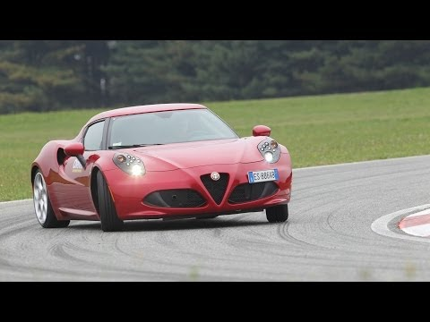 Alfa Romeo 4C – Test by DRIVE magazine & 0-200 km/h acceleration (ENG subs)