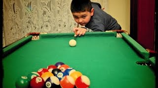 4 year old kid show how to play pool like a pro.