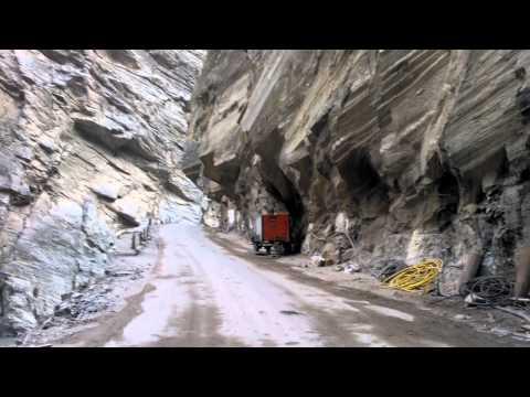 這就是死神一直都在等著牽魂的恐怖公路,光看影像就能讓你不必去到現場也會閃尿!