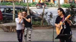 Video Duet paling romantis dalam sejarah busker.... MP3, 3GP, MP4, WEBM, AVI, FLV Juni 2018