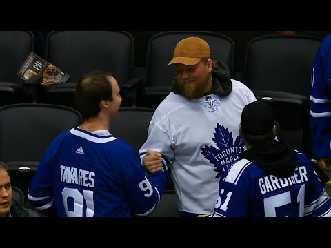 Video: Supremely confident fans put Tavares' name on Maple Leafs jerseys