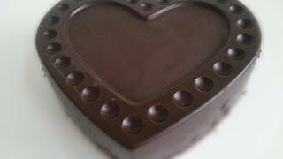 Hallo ihr Lieben!Heute habe ich ein leckeres und auch sehr einfaches Rezept für einen Marmorkuchen mit knackigem Schokoladenüberzug für Euch:-)Ich hoffe das Video gefällt Euch :-)Viel Spaß!Kontakt: LiasBackwelt@gmx.de------------------------------------------------------Zutaten:- 350 g Mehl- 6 Eier- 250 g weiche Butter oder Margarine- 250 g Zucker- 1 Pck. Vanillezucker- 1 Pck. Backpulver- 5-6 EL Milch- 30 g Backkakao- 400 g SchokoglasurSilikonbackform:http://m.ikea.com/de/de/catalog/products/art/40175253/