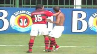 Precisando vencer para escapar do rebaixamento o Flamengo goleia um Cruzeiro com um time quase de reservas em Volta...