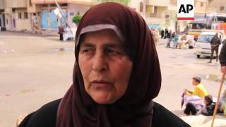 (15 Apr 2016) Residents from the war-torn city of Palmyra in Syria returned home on Friday to salvage what remained of their belongings before returning to ...