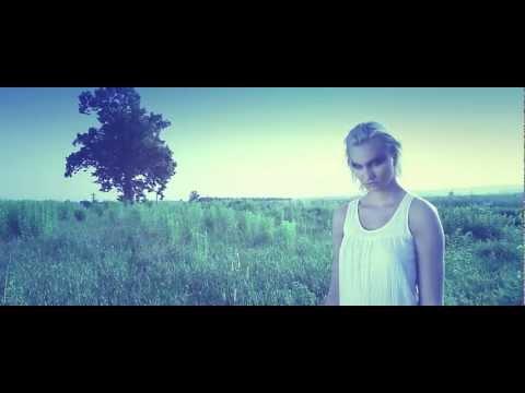 Tekst piosenki Lukasyno - Widzę Cię (Kriso ft. Kasia Garłukiewicz) po polsku