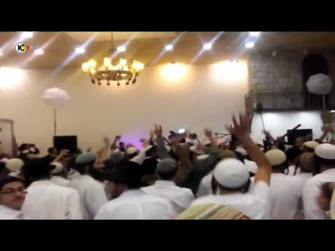 """متطرفون يهود يرقصون فرحاً بمقتل الطفل """"الدوابشة"""".."""