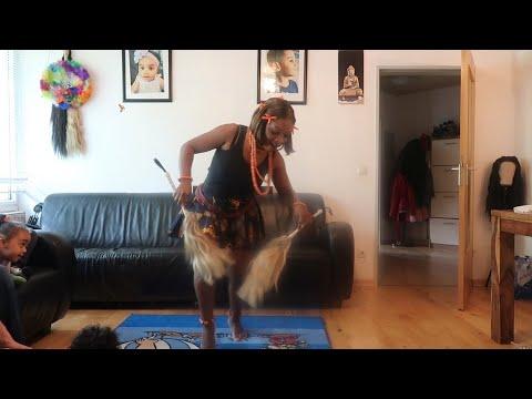 Christie Essien Igbokwe  Teta Nu Na Ula /  Igbo Cultural Dance With Old School Music Let Dance