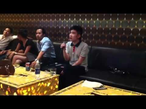 Ca sĩ Quang Hà hát Karaoke Cay Đắng Bờ Môi