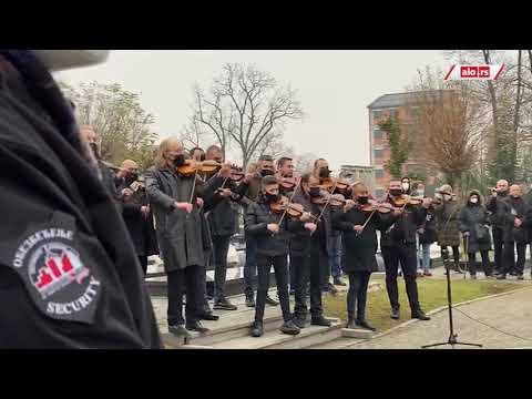 Muzičari ispraćaju Džeja Ramadanovskog na večni počinak pesmom