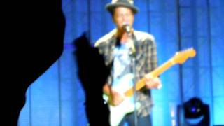 Bruno Mars live in Milano ( Please say you want me, Marry you, The lazy song)