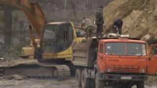 """Відео: Через будівництво у парку """"Знесіння"""" мешканці довколишніх будинків можуть залишитися без даху над головою"""