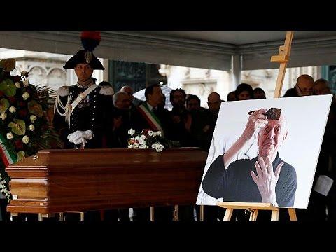 Ιταλία: Πλήθος κόσμου στην πολιτική κηδεία του Ντάριο Φο