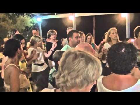 ריקודים באי איקריה, יוון