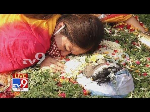 'ಪತಿಯನ್ನ ಕೊನೆಯ ಬಾರಿ ಅಪ್ಪಿಕೊಂಡ ಮೇಘನಾ': Meghana Raj Hugs Husband Chiru Sarja For The Last Time