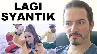 Video SITI BADRIAH - Lagi Syantik • Pretty Full - Official Music Video REACTION + REVIEW MP3, 3GP, MP4, WEBM, AVI, FLV Agustus 2018
