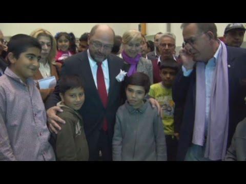 Η συνάντηση του Μάρτιν Σουλτς με τους πρόσφυγες στο Γαλάτσι
