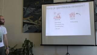 Foto z akcie BarCamp Bratislava prednáša Oliver Šimko.