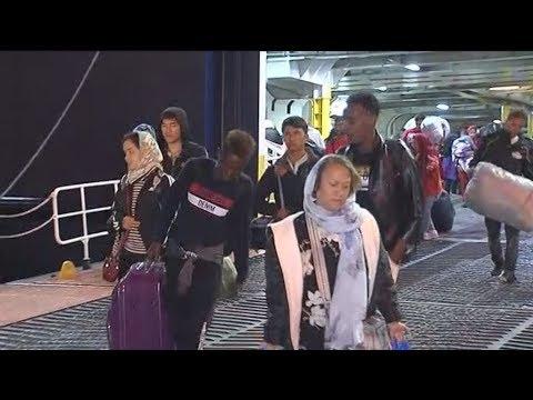 Αποσυμφόρηση δομών στα νησιά, 500 πρόσφυγες μετανάστες στον Πειραιά
