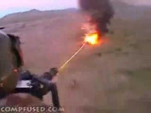 Veja o poder das armas do exército americano treinando tiro com helicóptero