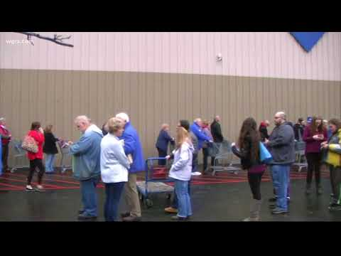 Big Line At Sam's Club After Closing Decision
