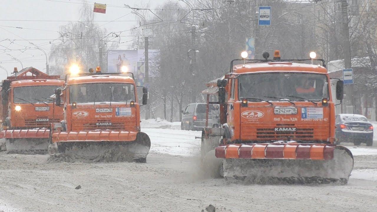 Проверка работы дорожных служб во время снегопадов в Ижевске