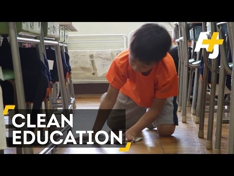 Japanese Students Clean Classrooms To Learn Life Skills (видео)