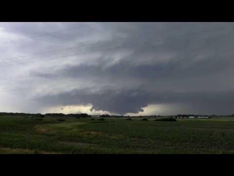 MOTHERSHIP! Supercell produces tornadoes and massive hail over Nebraska_Időjárás Magyarország, Budapest. Heti legjobbak
