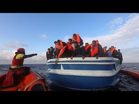Διασώθηκαν εκατοντάδες μετανάστες από τις ακτές της Λιβύης