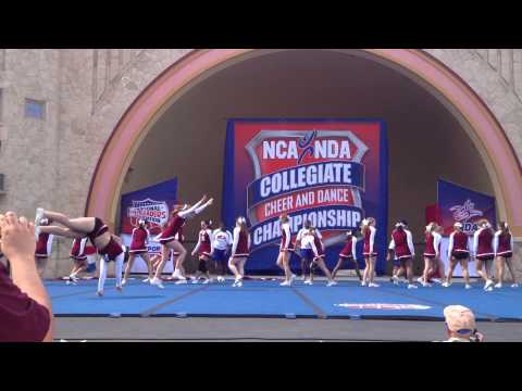 Alma College Cheer Team at Nationals