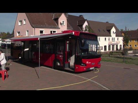 Ιατρικό λεωφορείο καλύπτει τις ελλείψεις σε γιατρούς στη Γερμανία…