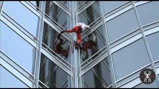 Уникално!!! Истинският Спайдър мен изкачва най-високата сграда в света!!!