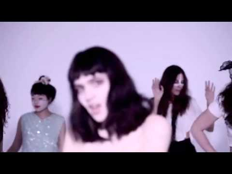 Vanessa - grimes is lovely. vid uploaded as at the time, i couldn't find it elsewhere on youtube. uploaded just to show my love of grimes' music. enjoy.