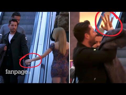 這火辣正妹故意在扶手梯「撫摸有婦之夫的手」,鏡頭拍到的表情令大家都笑到想跟著玩啊!