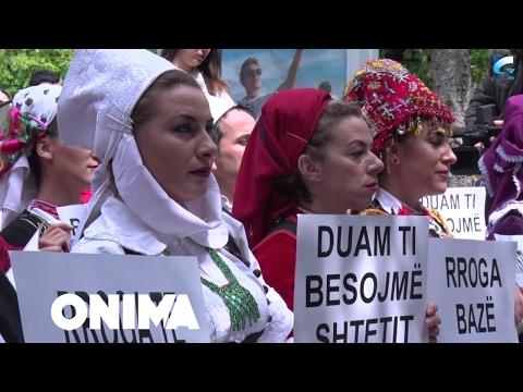 Proteston sindikata e Ansamblit 'Shota' para ndërtesës së Ministrisë së Kulturës (Video)