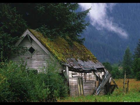 Интересные находки в загадочном доме у старой дороги