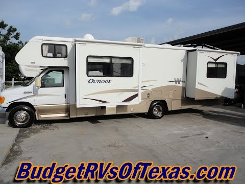 Check Out This Great Class C RV!  2006 Winnebago Outlook