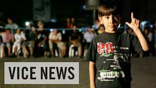 """イスラム国に潜入(2)""""正義""""を叩き込まれる子供たち"""