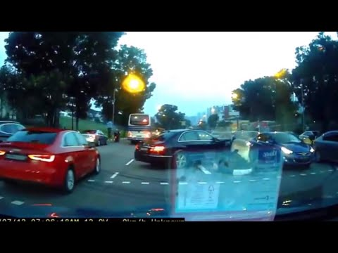 13jul2018 merc e250 dreaming & hit traffic light @ upper bukit timah road