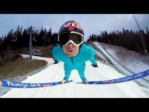 """Esquiador """"voa"""" em salto impressionante filmado com câmera presa em seu capacete"""