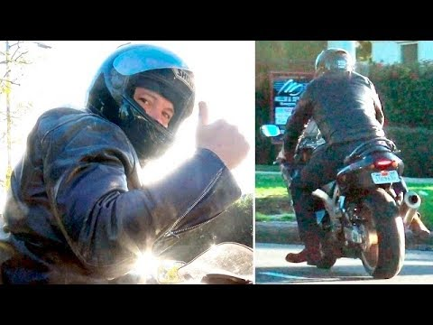 Ben Affleck Gives Thumbs Up After Experiencing Bike Trouble