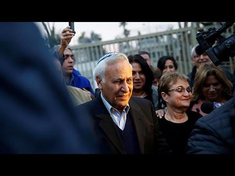 Ισραήλ: Αποφυλακίστηκε ο πρώην πρόεδρος, καταδικασθείς για βιασμό, Μοσέ Κατσάβ