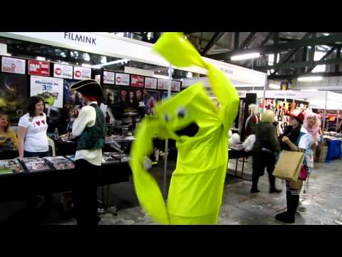 沒想到連這種充氣娃娃都會有人想要cosplay,太好笑了!!
