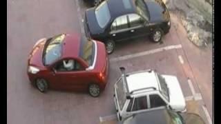 Dodał gazu i ukradł miejsce parkującej kobiecie. Kilka sekund później, bardzo tego pożałował!