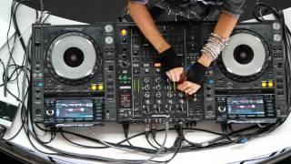 """Esta es la colombiana Natalia París. ¿Está o no está """"DJ'ing""""? - YouTube"""